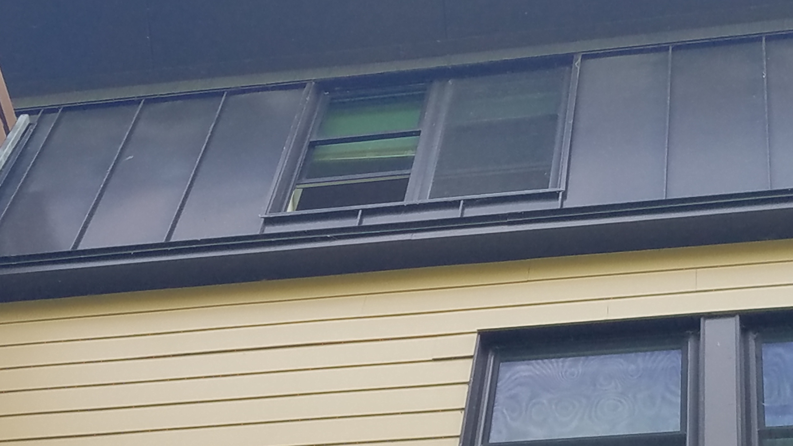 Toddler falls from fourth floor window-60044161