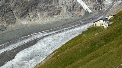 Melting-glacier-jpg_20161213101508-159532