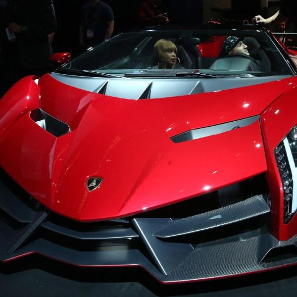 Lamborghini%20Veneno%20Roadster_1487166867615_198008_ver1_20170215140304-159532