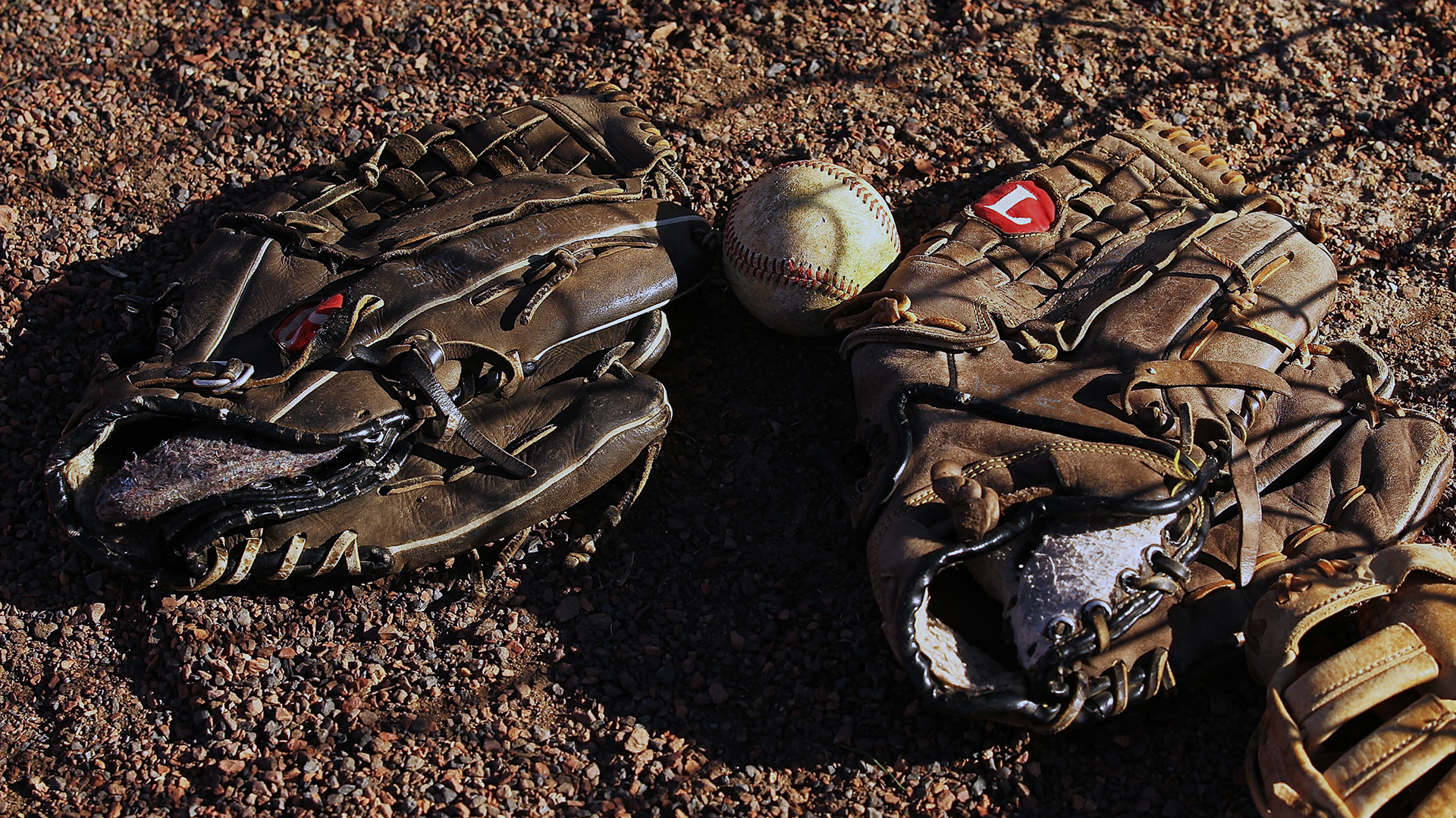 Baseball glove and ball generic-159532.jpg03353736