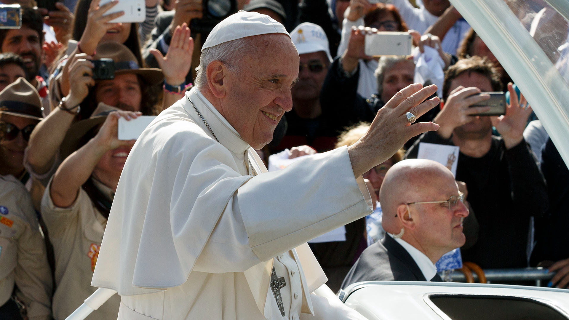Pope Francis in Popemobile-159532.jpg53061653