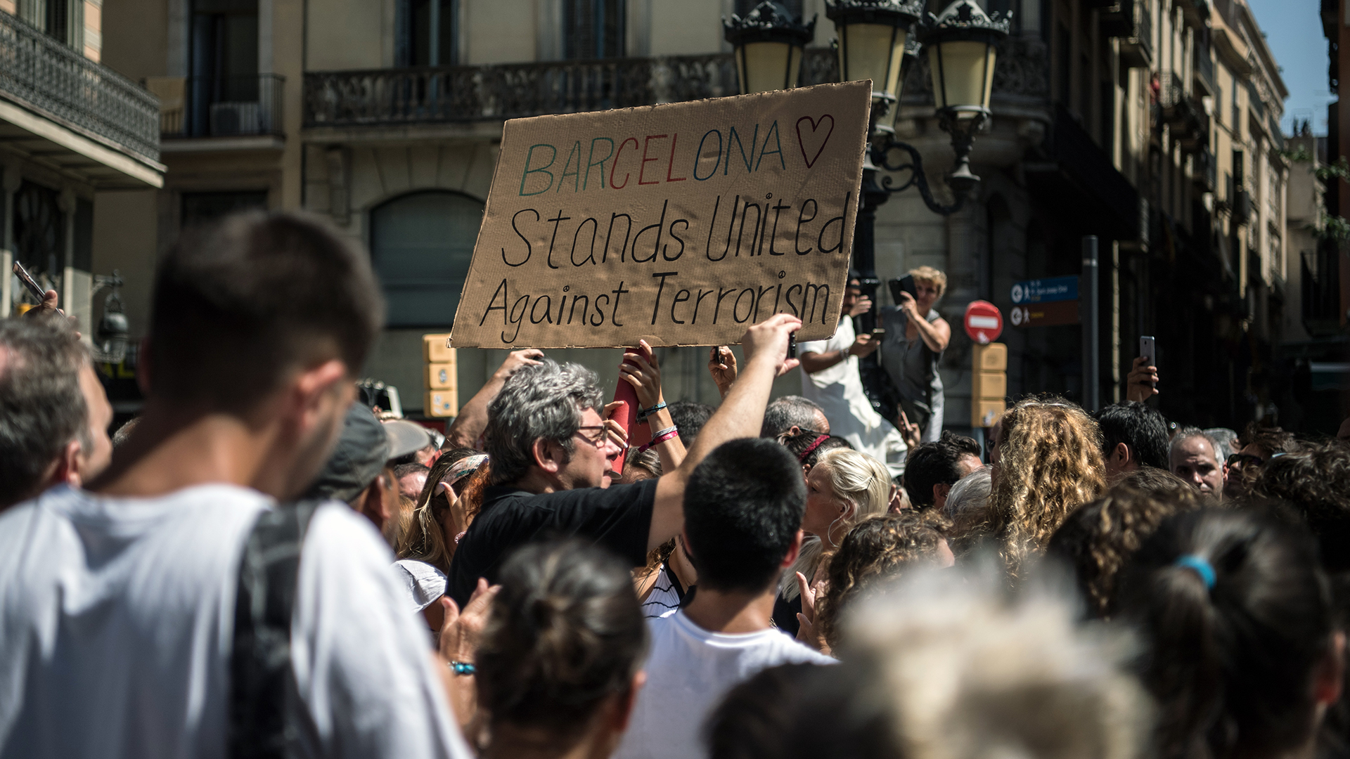 Barcelona van attack Sign held up-159532.jpg66570405