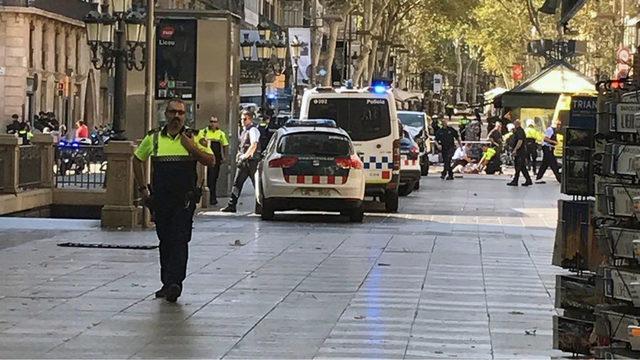 Barcelona van attack scene_1502988330632_287652_ver1.0_640_360_1502990504200.jpg