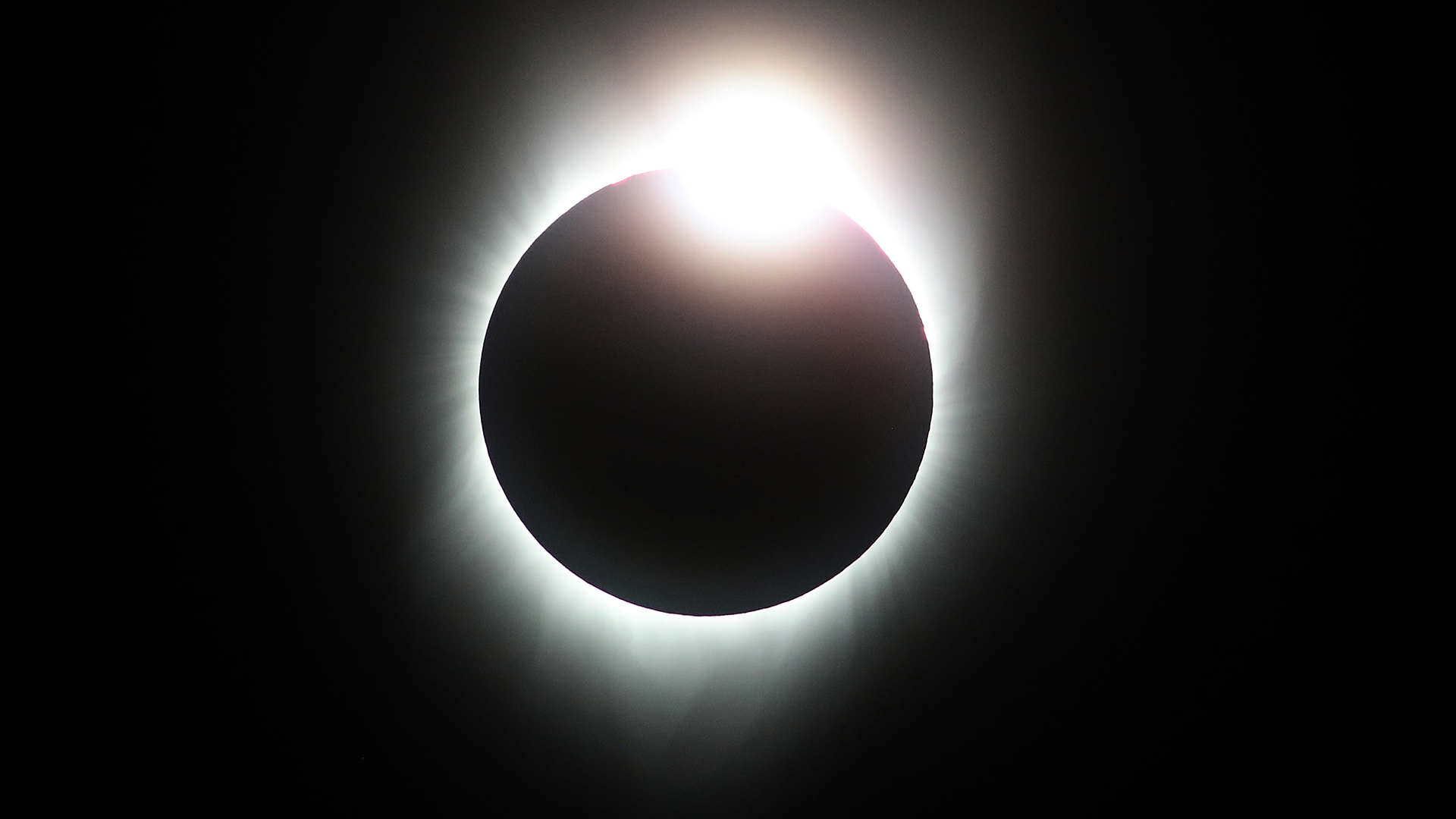 Watching solar eclipse Diamond Ring-159532.jpg80544646