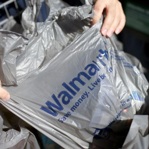 Walmart shopping bag-159532.jpg37352860