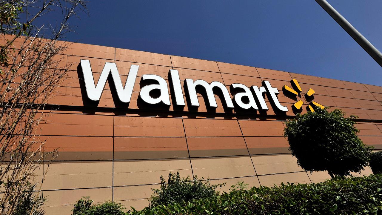 Walmart store sign exterior-159532.jpg99642673