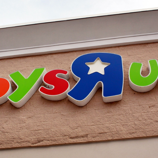 Toys R Us store sign-159532.jpg57048615