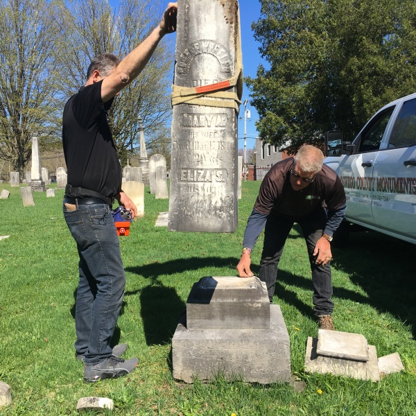Cemetery vandalism repairs in Mexico
