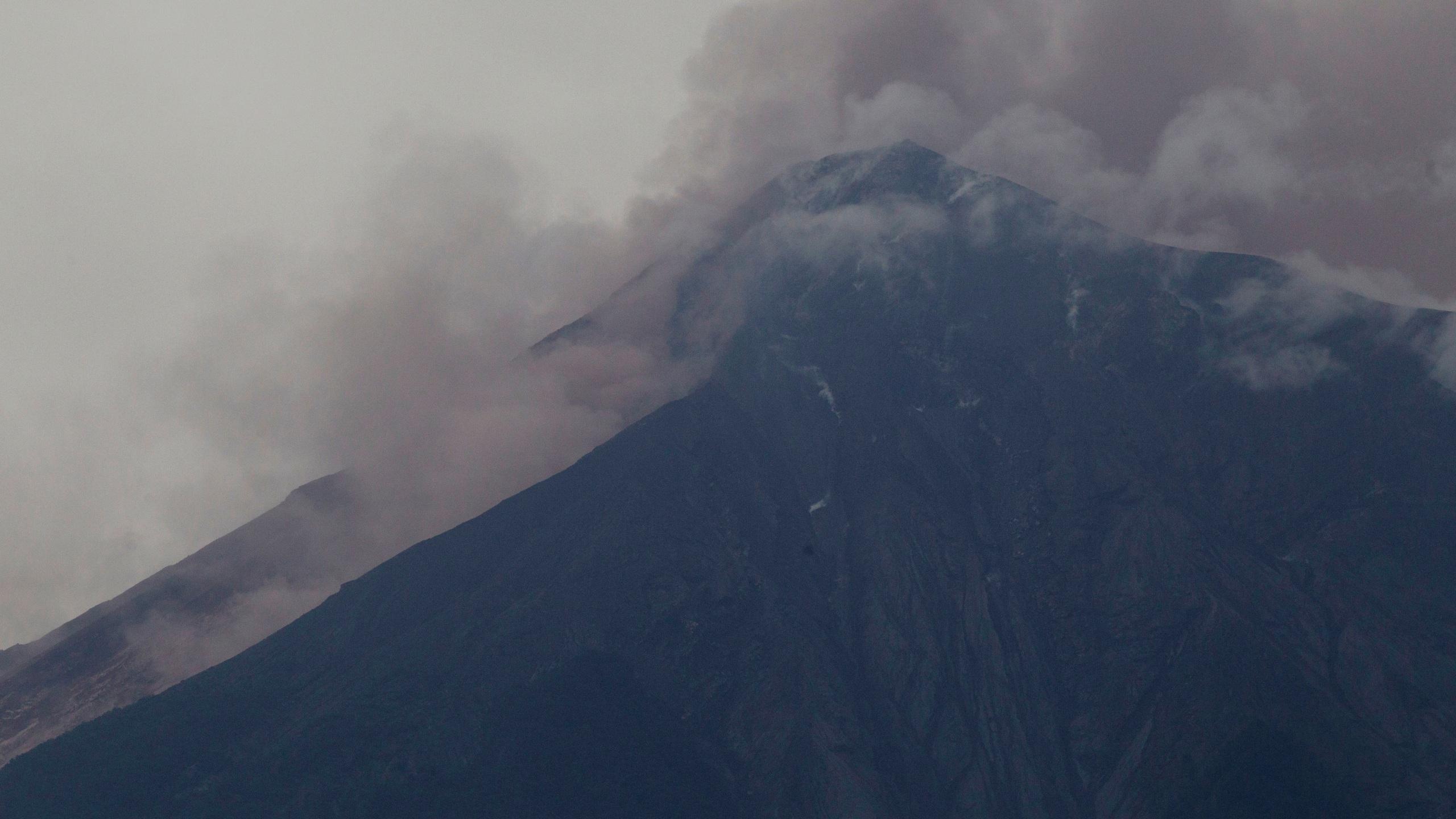APTOPIX_Guatemala_Volcano_99999-159532.jpg36108180