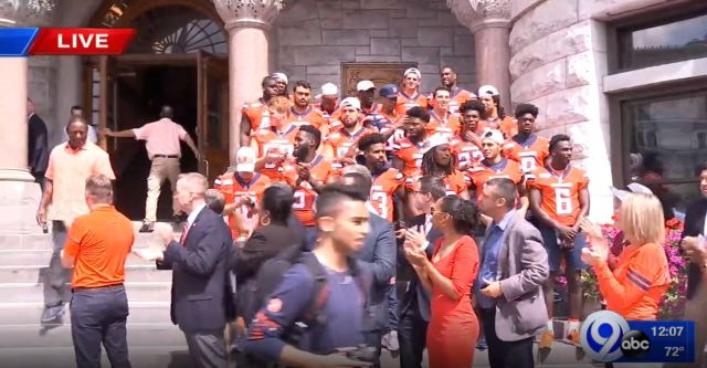 SU football team holds pep rally at City Hall