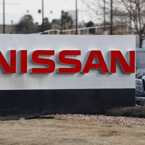 Nissan, r m