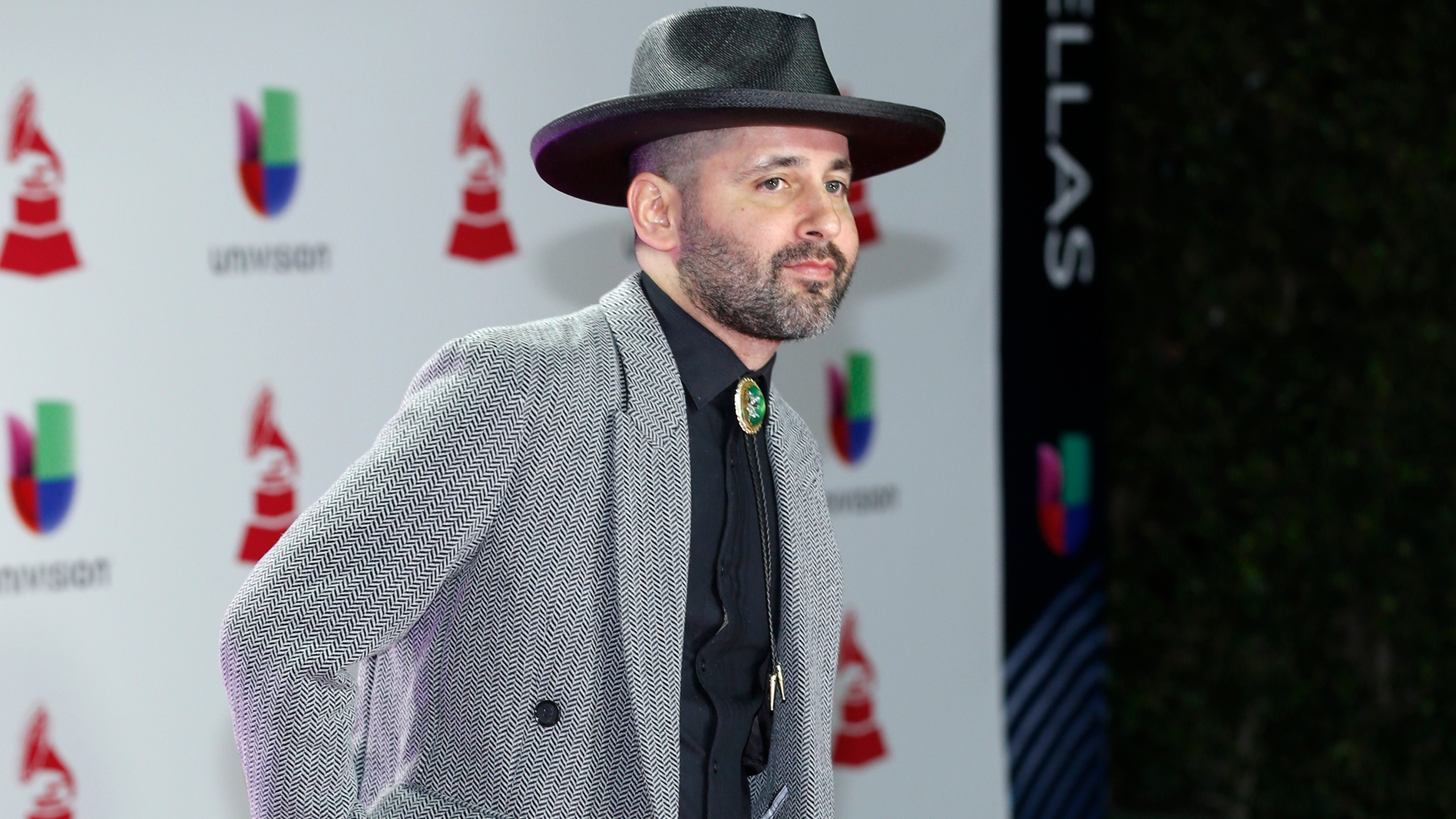 Visitante, Eduardo Cabra