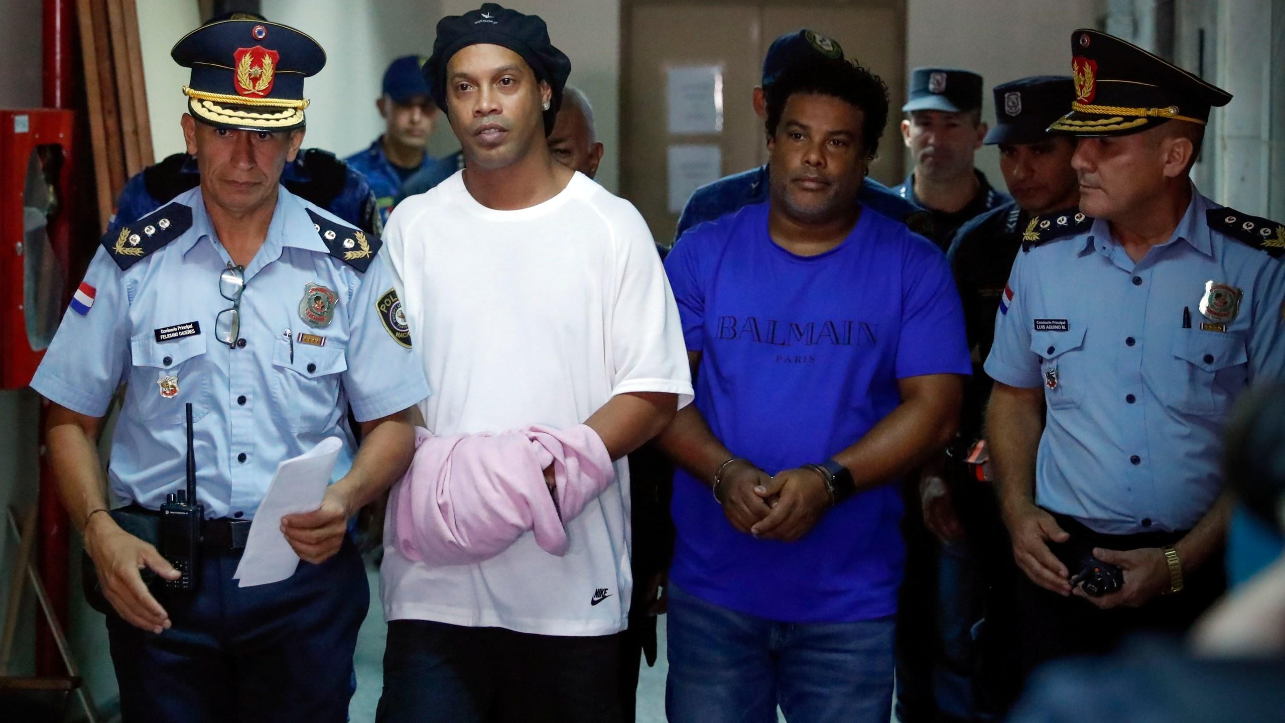 Ronaldinho, Roberto de Assis Moreira