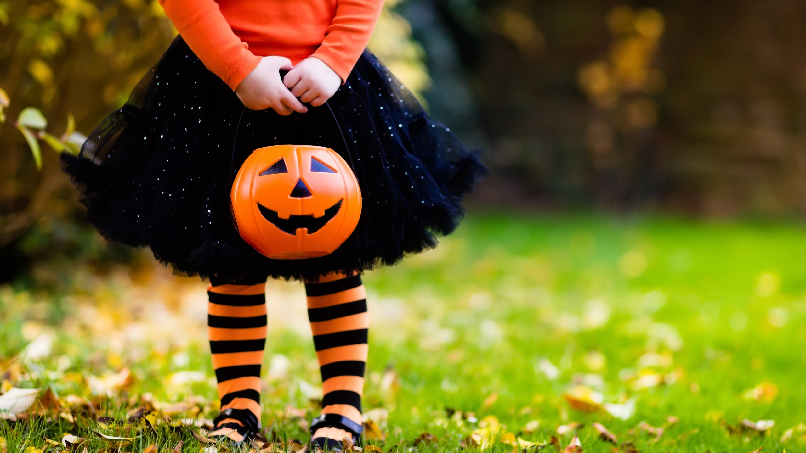 child with trick or treat bucket