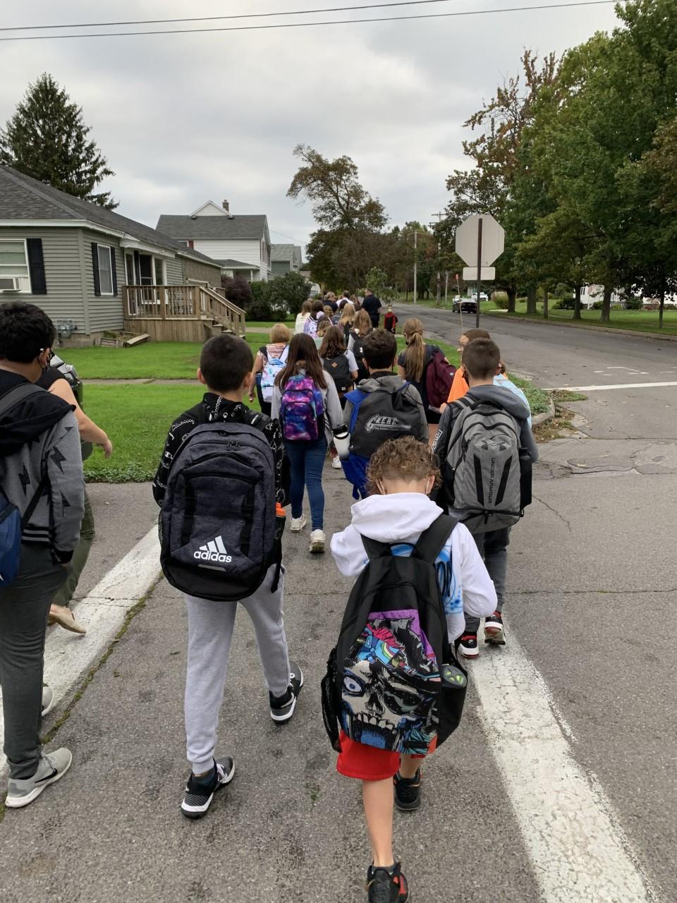 oswego kids walk to school